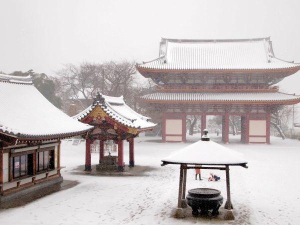 雪の池上本門寺