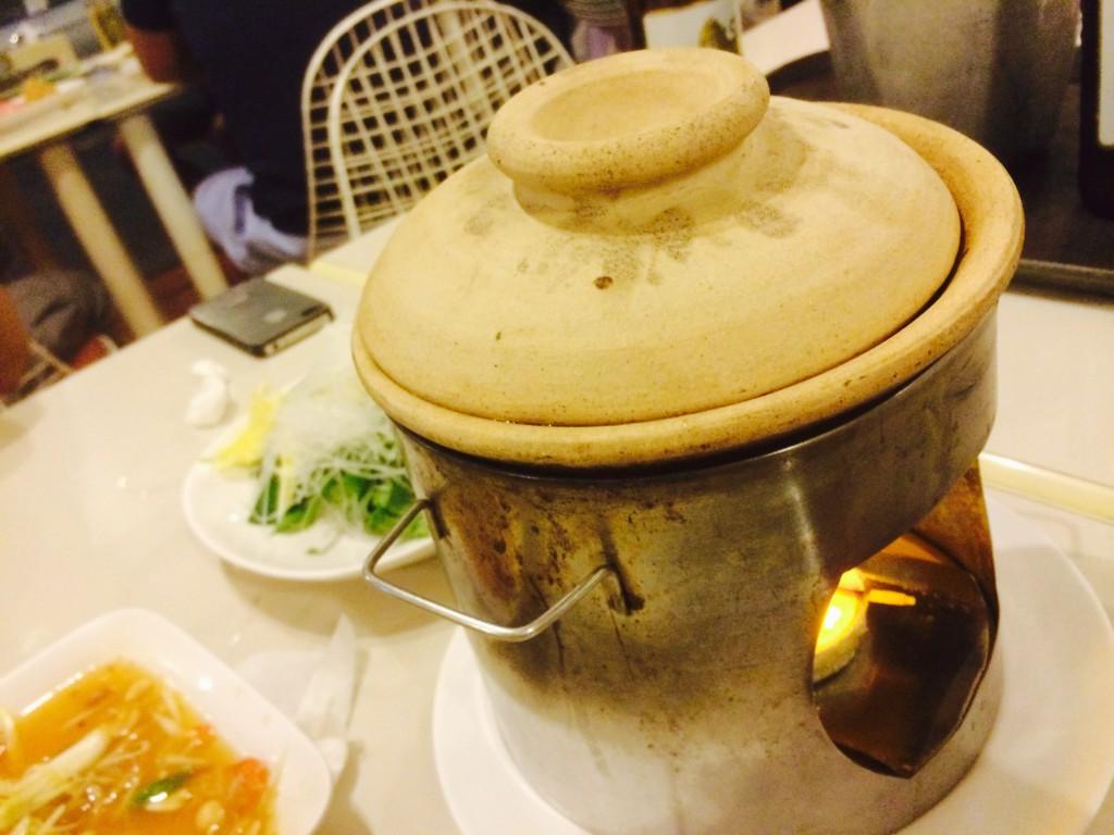 土鍋で煮込む見た目は横道な鍋料理