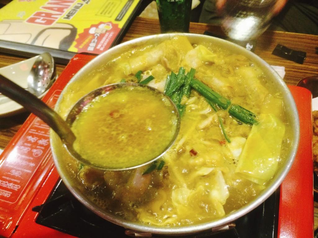 カレー風味のスープは具材のエキスも相まって美味
