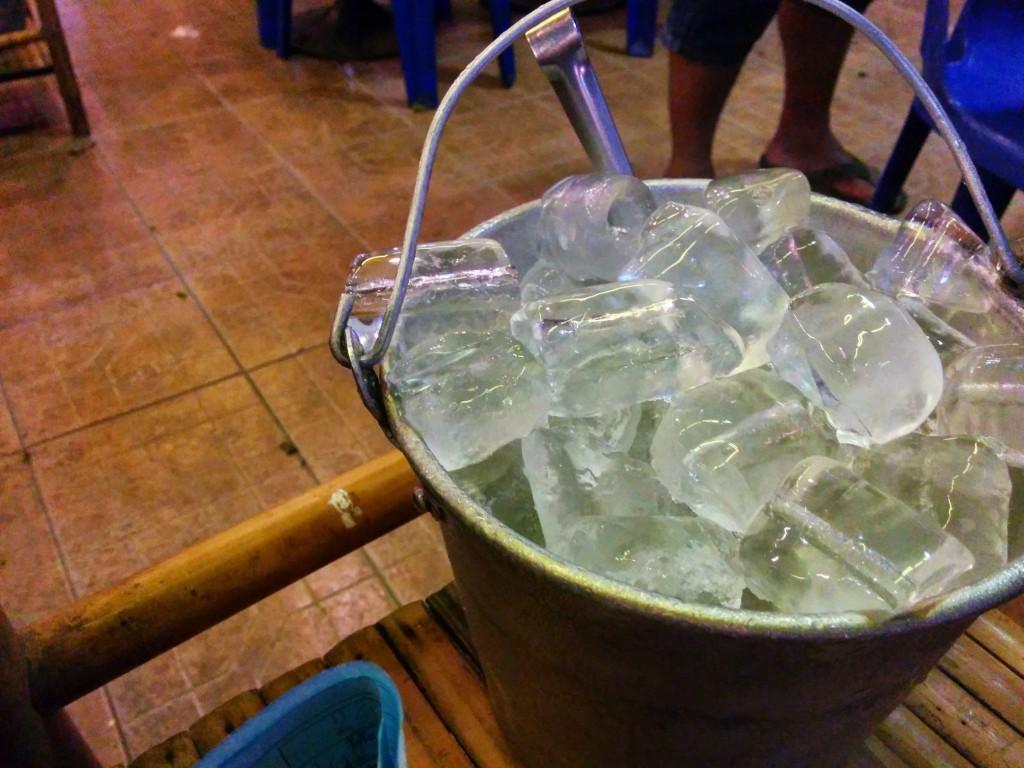 タイのビールにつきものの氷。騙されたと思ってためしてみて