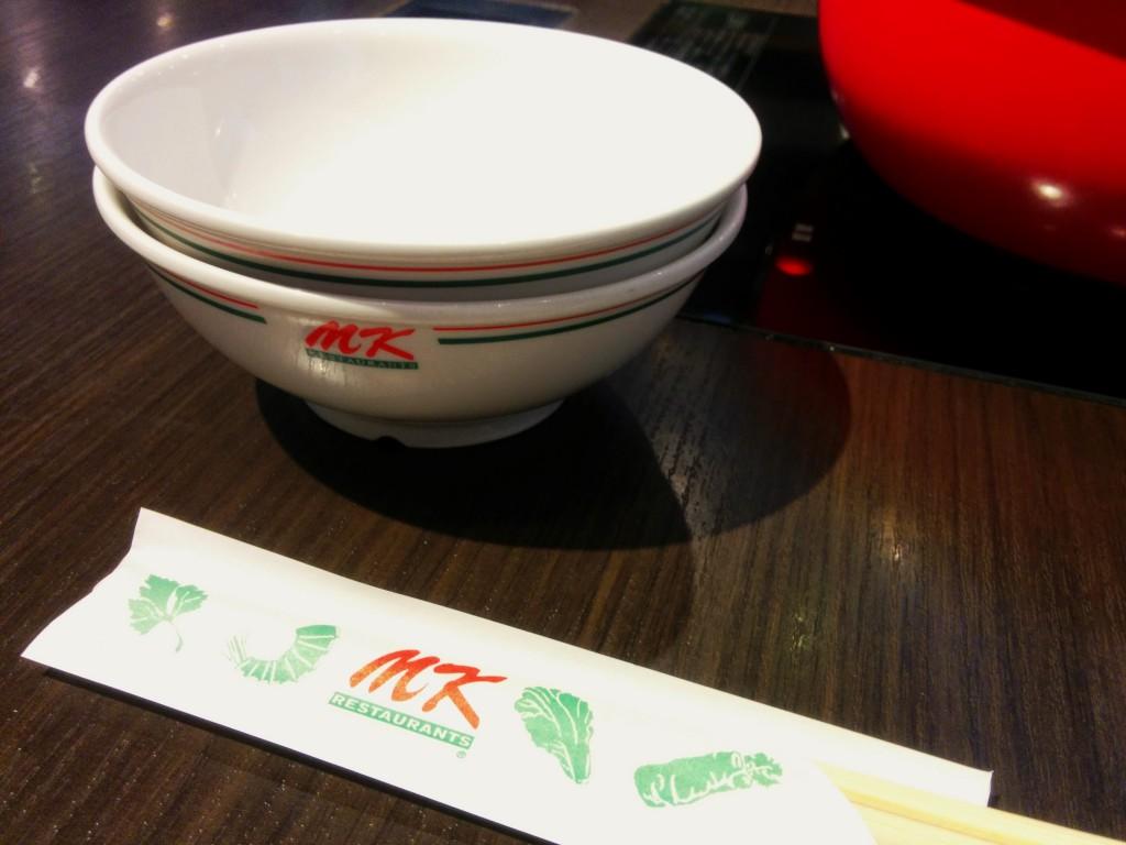 食器や箸はノーマルMKと同じ感じ