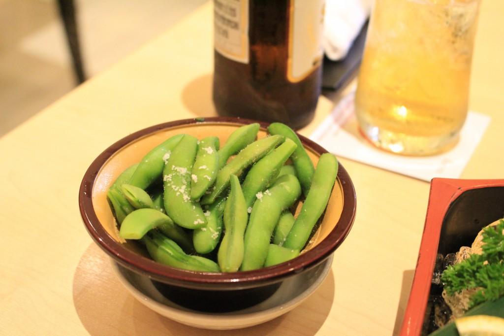 ほどよい塩加減の枝豆