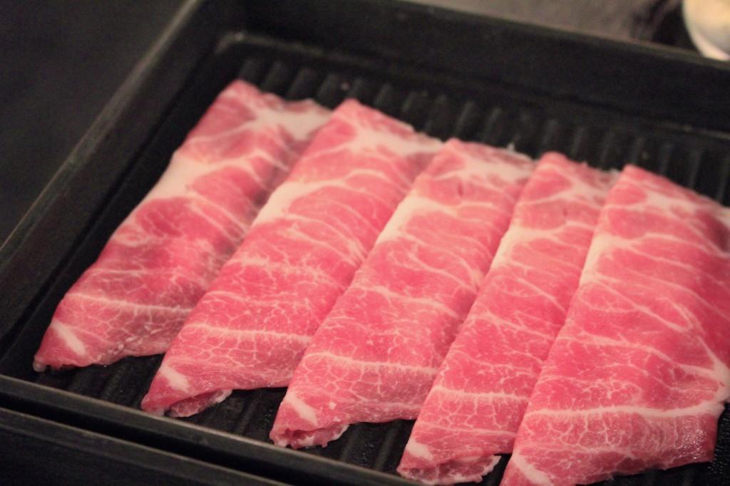 お肉は店員さんに頼めば持ってきてもらえる