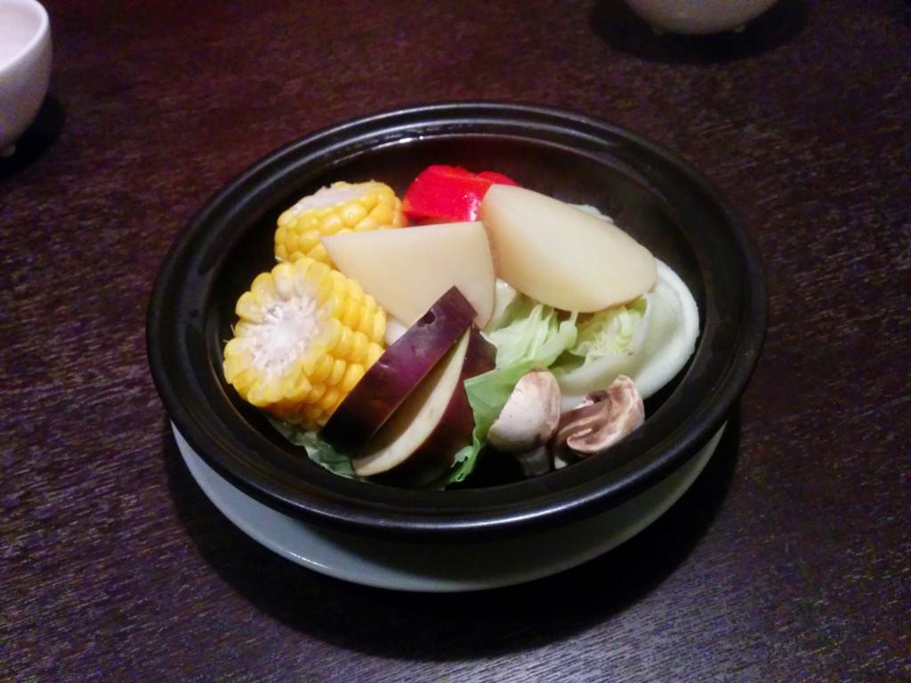蒸し野菜をタジン鍋で。ホクホクの野菜はそのままで充分美味しい