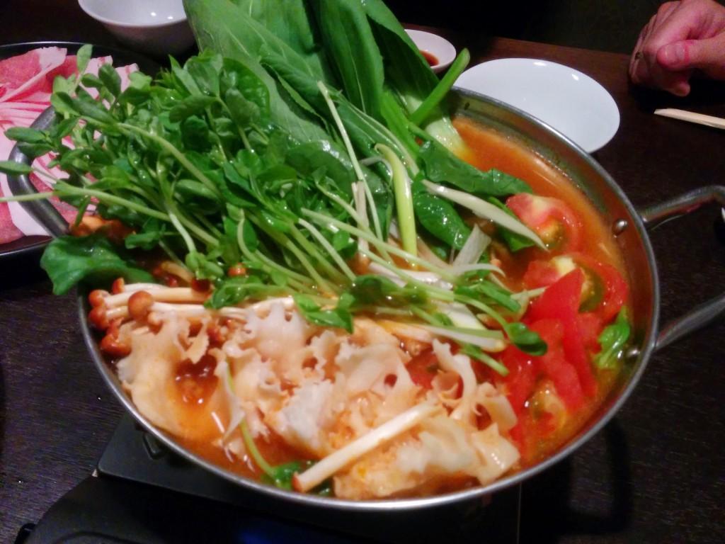 赤・白・緑と色鮮やかな鍋