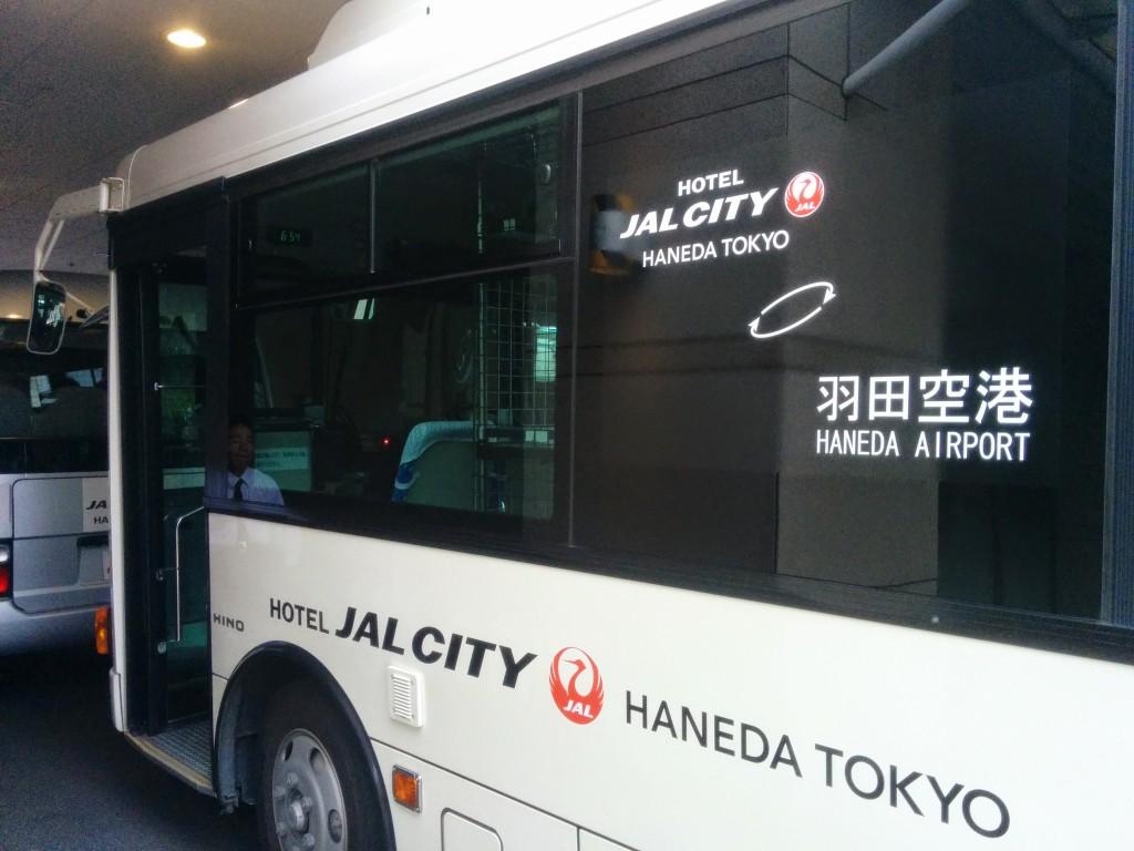 ホテルから空港の直行バスで