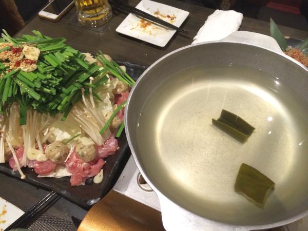 シンプルな鍋とボリュームたっぷりの具材。