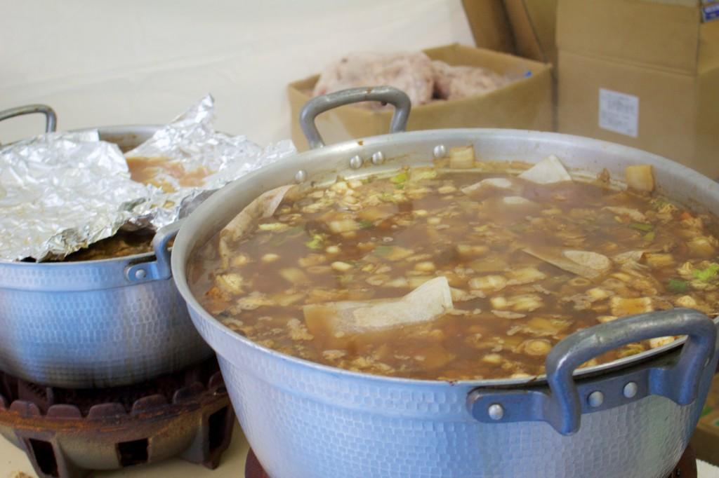 大鍋いっぱいのあんこう鍋がスタンバイ。はやく食べたい!