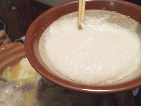 こちらがこの鍋のポイント。とろろ。コクと風味がいいですね。