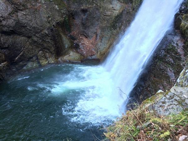 杜の都仙台から車で1時間ほどにある、秋保大滝。