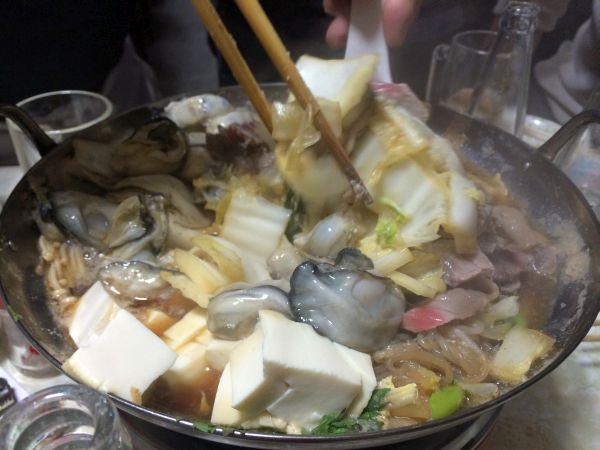 牡蠣や鮪はあまり火を通さず、早めにつつく。