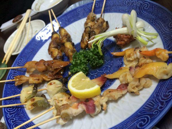 貝の串焼き盛り合わせ。