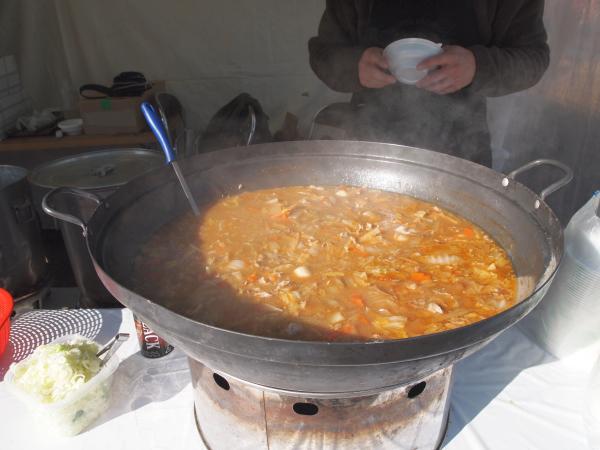 でかい鍋で煮込むのはいいですね!美味そう!