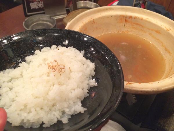 店長曰く「この鍋の〆は雑炊です」とのこと。了解です!