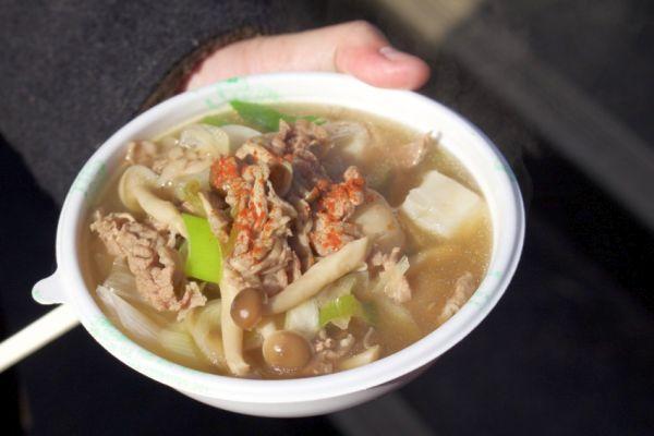 山形の芋煮鍋。里芋にたっぷり野菜、そして牛肉を醤油ベースの出汁で煮込みます。