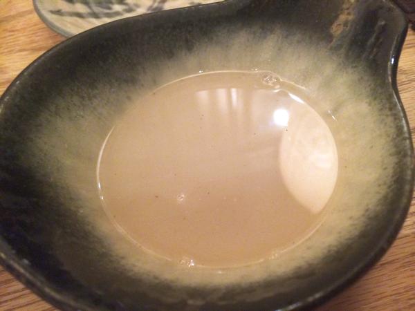 まずはスープで味わう。