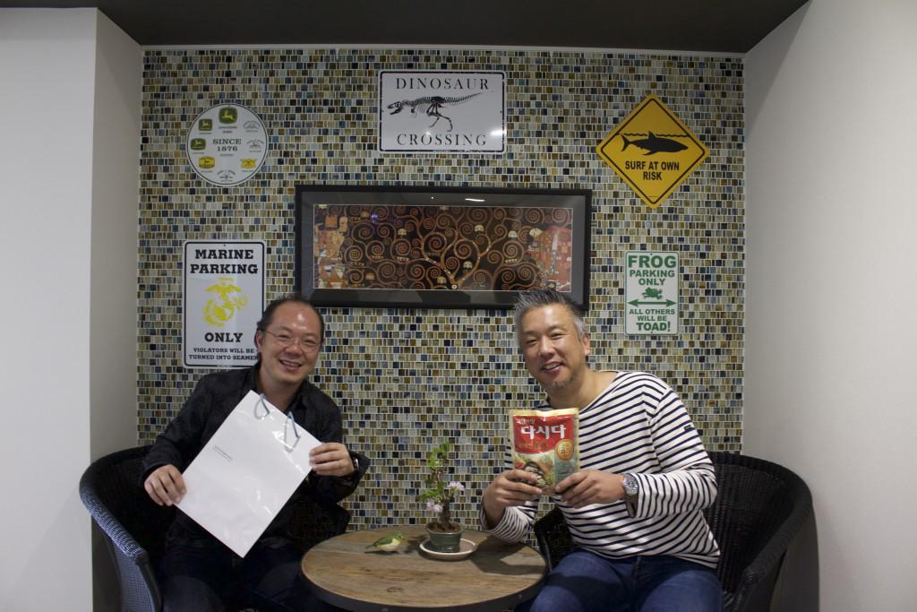 こちらはスペシャルサンクス。韓国のアサリダシ提供の鍋仲間朴さんと渡邊さん