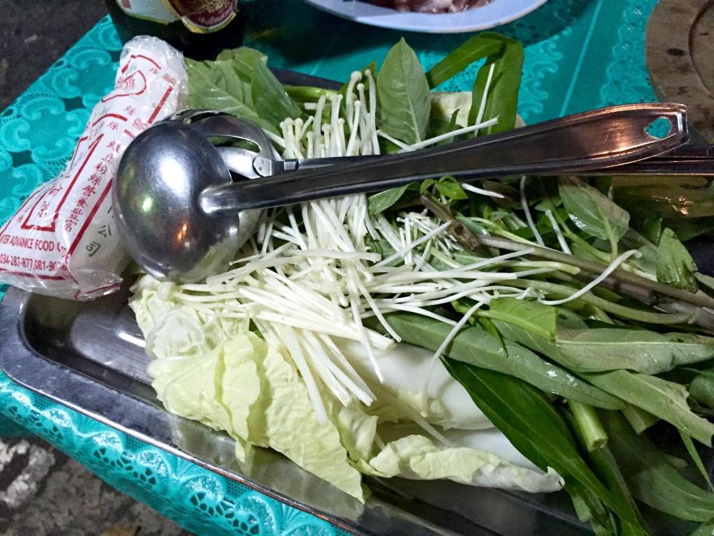 空心菜、スイートバジル、白菜、エノキ、春雨とおたま