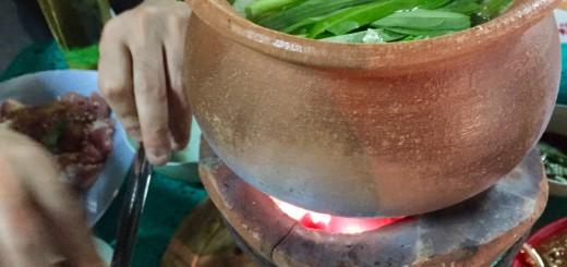 こんな感じで鍋が登場(すでに野菜を入れてしまった......)