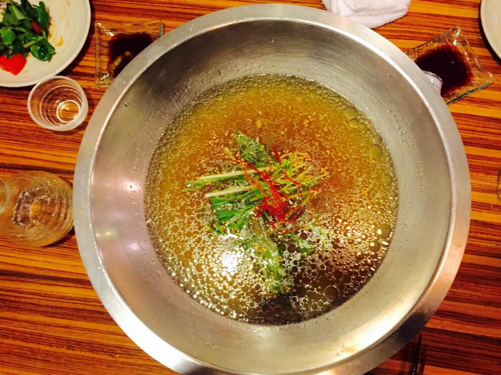 見た目からしてしっかり牛の出汁が出てそうなスープ