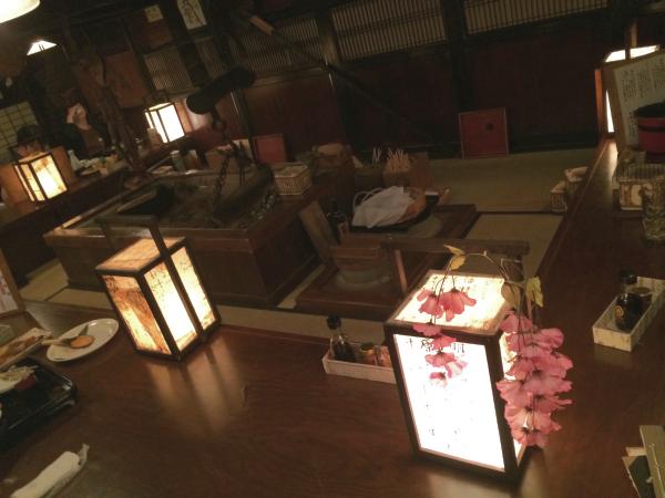 薄暗い店内は、日本の田舎の雰囲気を醸し出している。