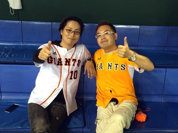 東京ドームのベンチで! 勝った試合のあとの鍋は最高です!