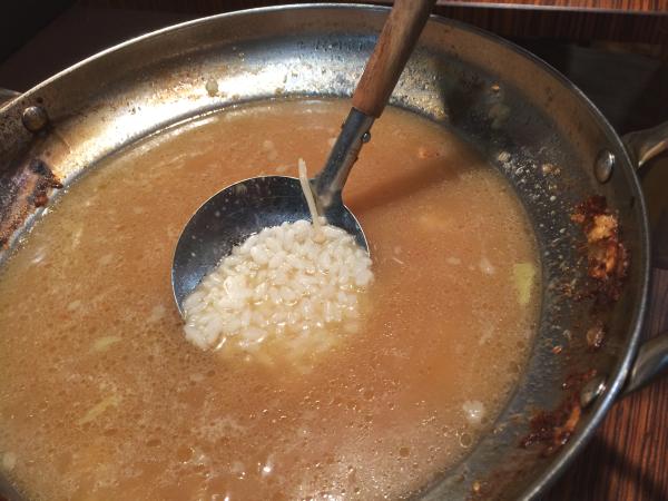 まずは出汁スープに白米。