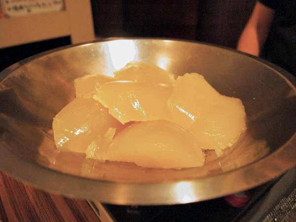 鶏ガラと野菜を8時間以上煮込んだ出汁の塊。