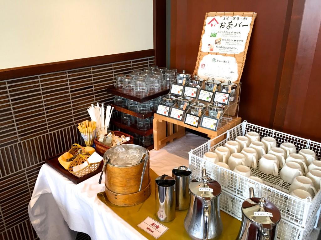 お茶やコーヒーのコーナーも充実