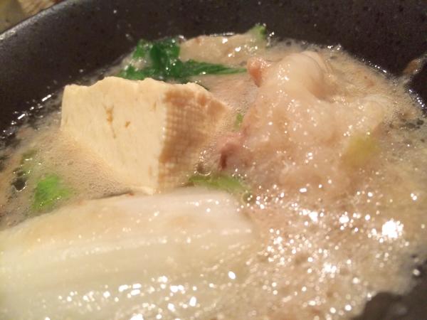 和風だしで煮込まれたもつと野菜ととろろの風味が最高!