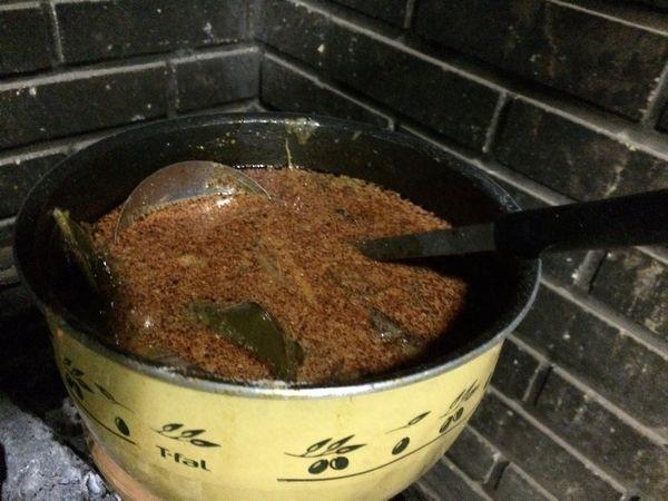 鉄鍋はパッタイに使ったのでこちらの鍋でトムヤムクン。 見た目とは裏腹な超本格的な味に仕上がった!さすが!