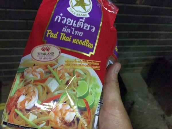 タイのパッタイ麺。こちらもアジアスーパーストアでゲット。