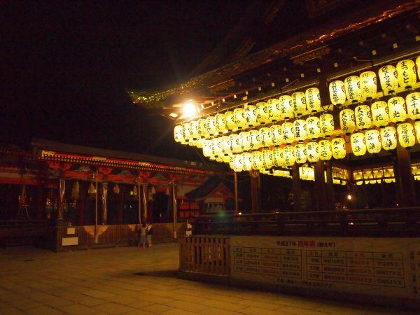 夜の八坂神社。神秘的。