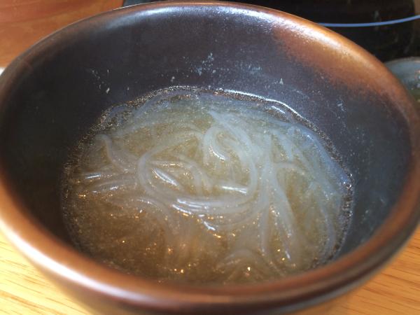 しらたきをめんつゆ(+鍋の出汁スープ)で。