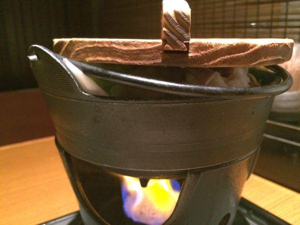 火をかけて鉄鍋を煮込む。 ランチからこれができるのは嬉しい!