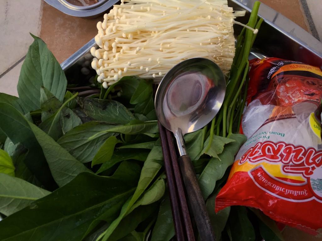 左下にあるのは空心菜。茎に若干ぬめりがある食感が好き