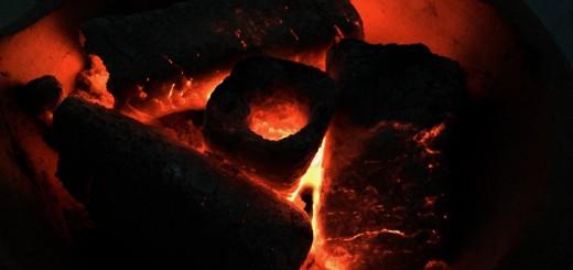 音もたてずに静かに燃える火