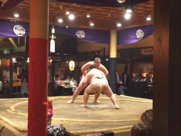 元力士の方による相撲も。