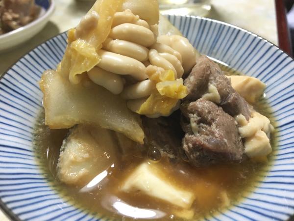 冬の味覚がたっぷり。 豊田屋の鍋、4番バッターは実は白菜だったりします。