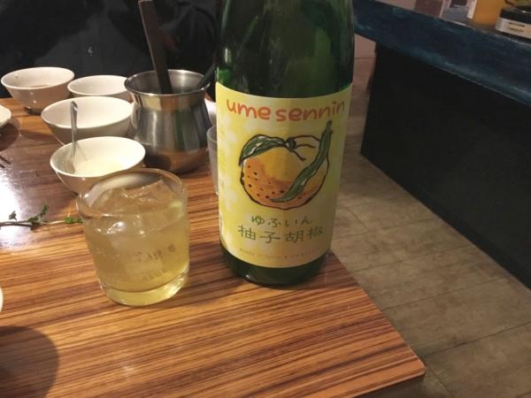ここでメンバー竜が頼んだのがこれまた珍しい柚子胡椒のお酒。 梅仙人「ゆふいん柚子胡椒」。