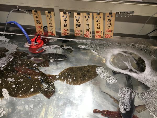 東京湾の朝獲れ鮮魚も。