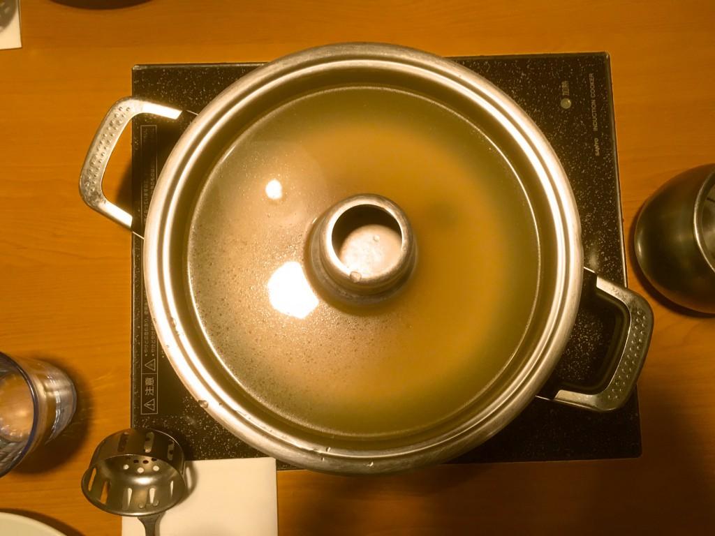 ホーコー鍋に入ったスープと、