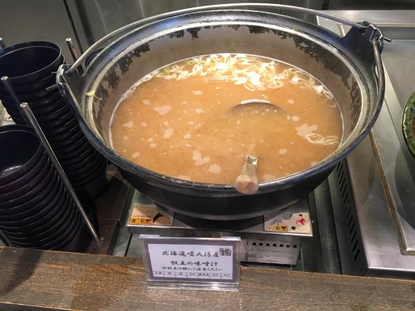 北海道噴火湾産、帆立の味噌汁。
