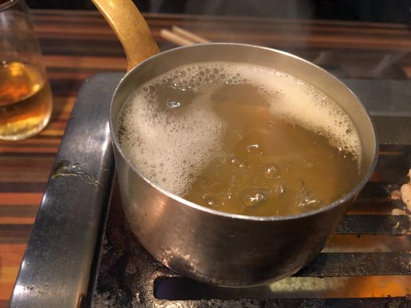 出汁スープを沸騰させて。