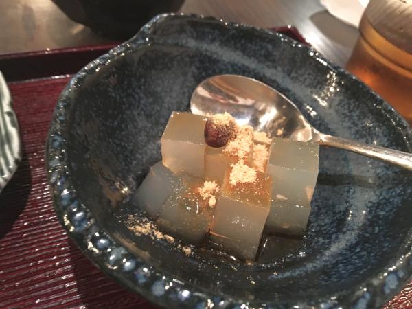 茶寮だけあって、お口直しは和菓子。寒天。