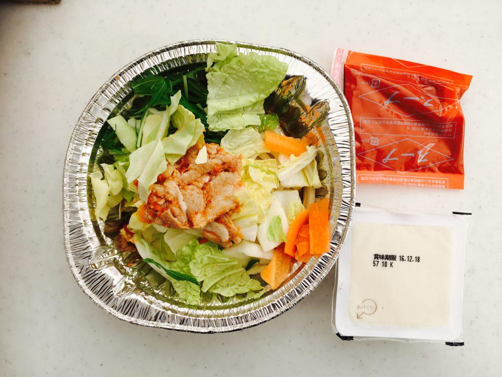 具材の下にスープと豆腐が隠れています