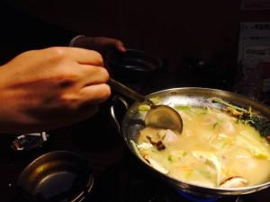 余分な調味料は使わず、極力素材の味で勝負するのが水炊きの特徴。食がすすみます