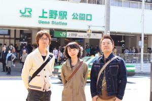 鍋、ぶらり。第壱幕スタート。JR上野駅の公園口で記念写真。
