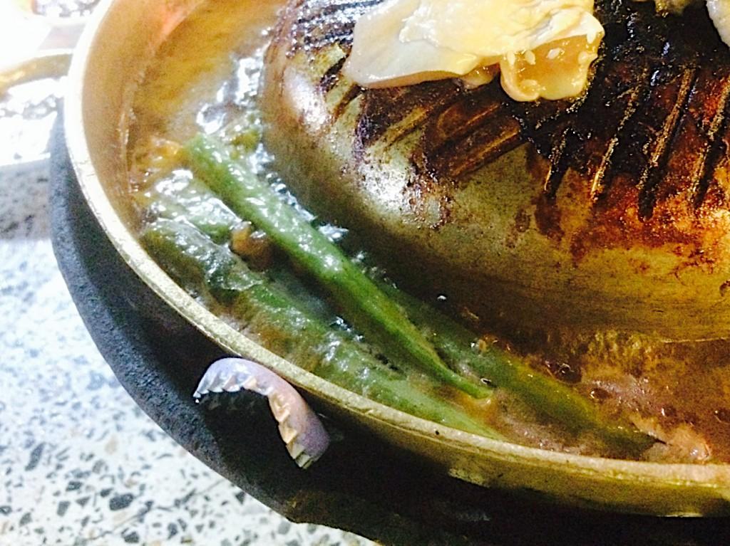 縁で煮込む野菜がまた美味しい