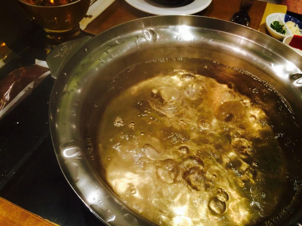 鍋の出汁も心なしかゴールドに見えてくる